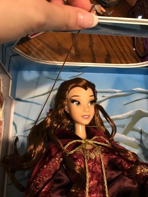 Disney Store Poupées Limited Edition 17'' (depuis 2009) - Page 40 Belle_10