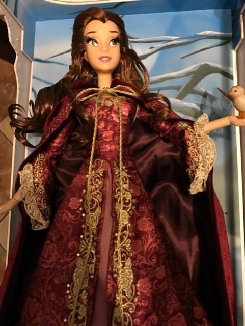 Disney Store Poupées Limited Edition 17'' (depuis 2009) - Page 40 Belle_11