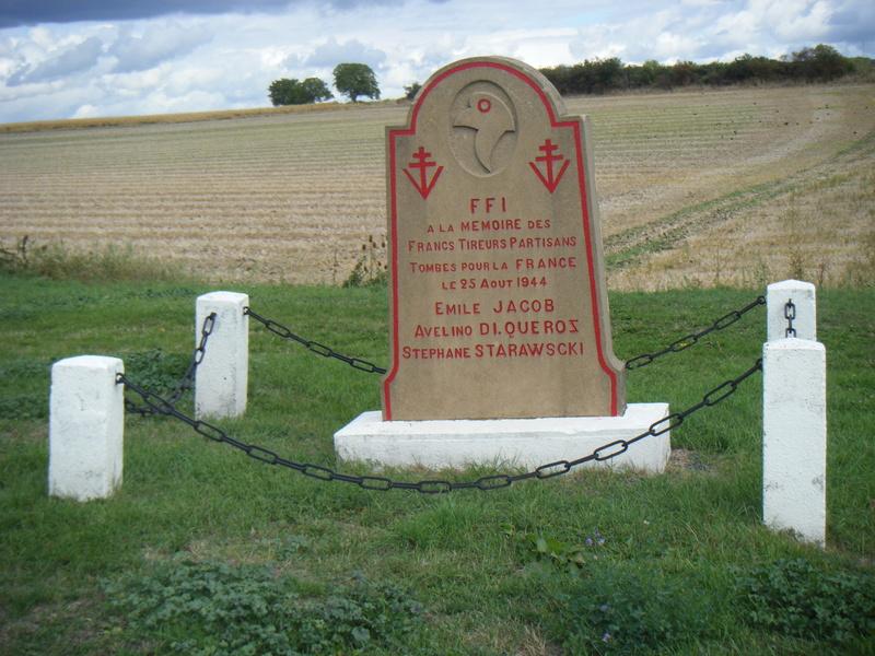 Stèle entre Champeix et Issoire (63) Dscf9110
