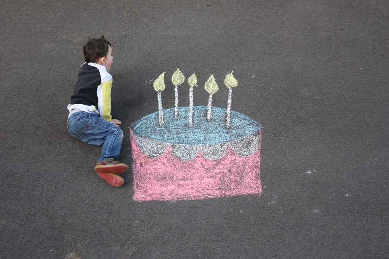 montage anniversaire gâteau à la craie. 11010