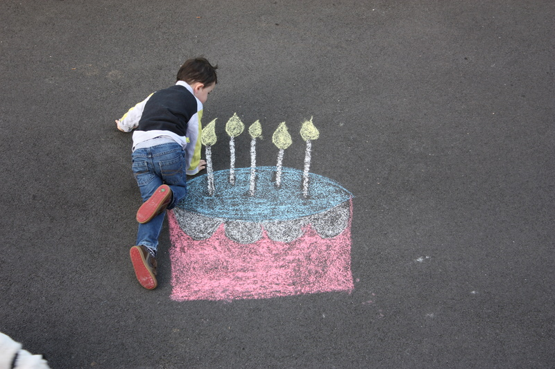 montage anniversaire gâteau à la craie. 21010