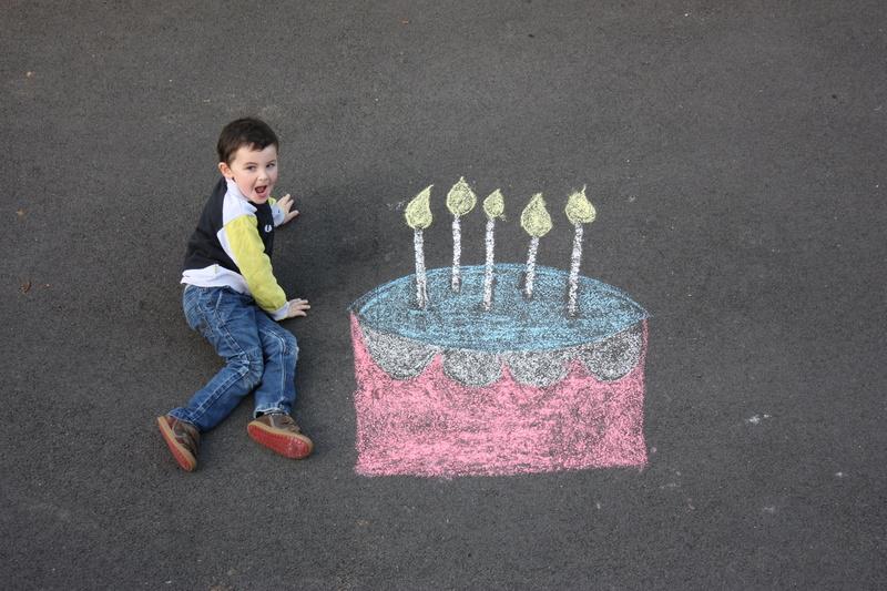 montage anniversaire gâteau à la craie. 31010