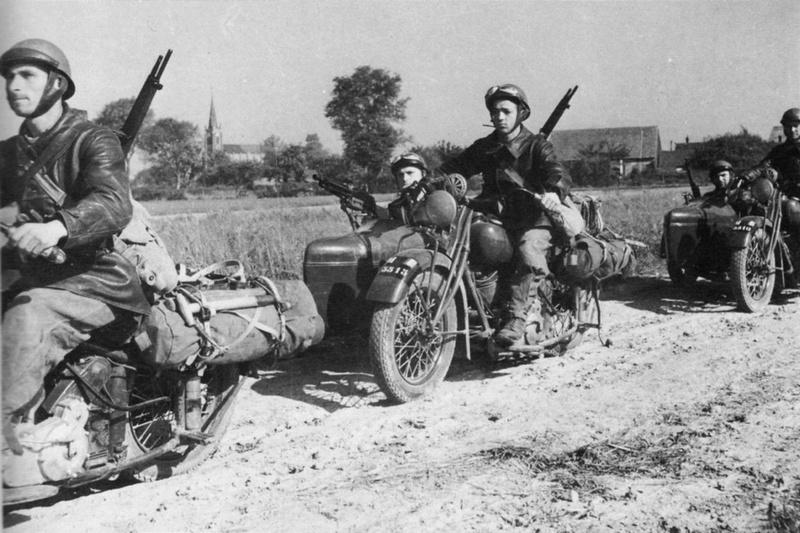 97e GRDI légion étrangère en side-car (photo de mai 1940) Mai_1910