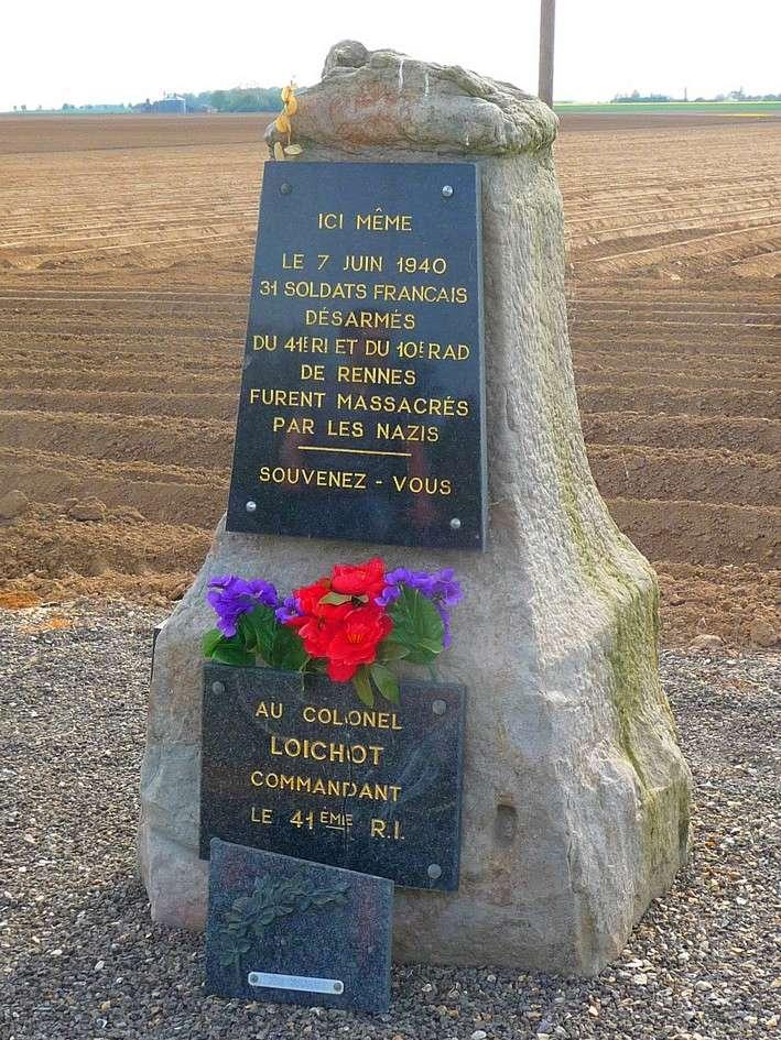 la stèle en limite de LE QUESNEL : le massacre de BEAUFORT P1190712