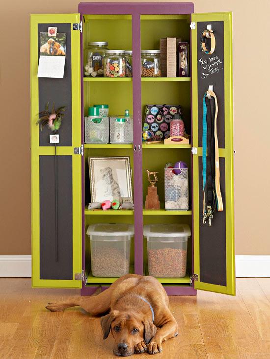 Astuces de rangement des affaires de nos chiens Placar10