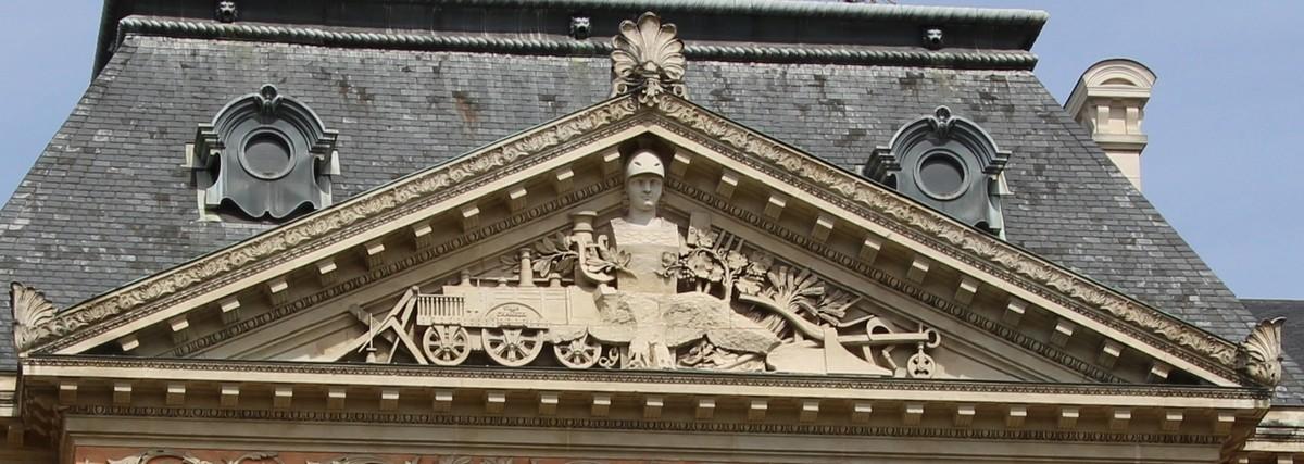 ARCHITECTURE : les frontons racontent une histoire 10541911