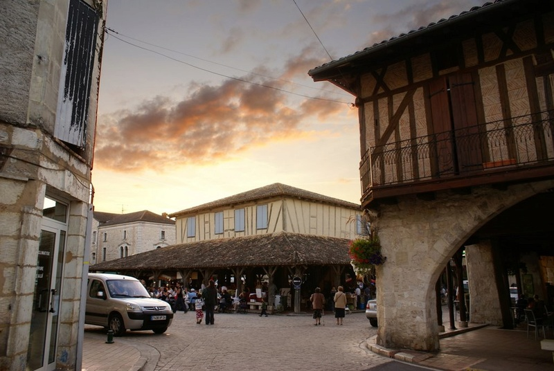 STREET VIEW : halles et marchés couverts - Page 2 13522810