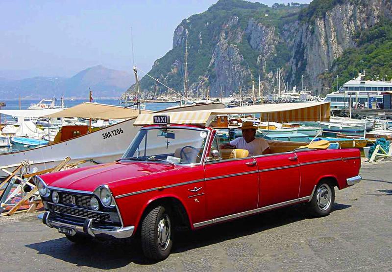 STREET VIEW : les taxis de Capri 76741910