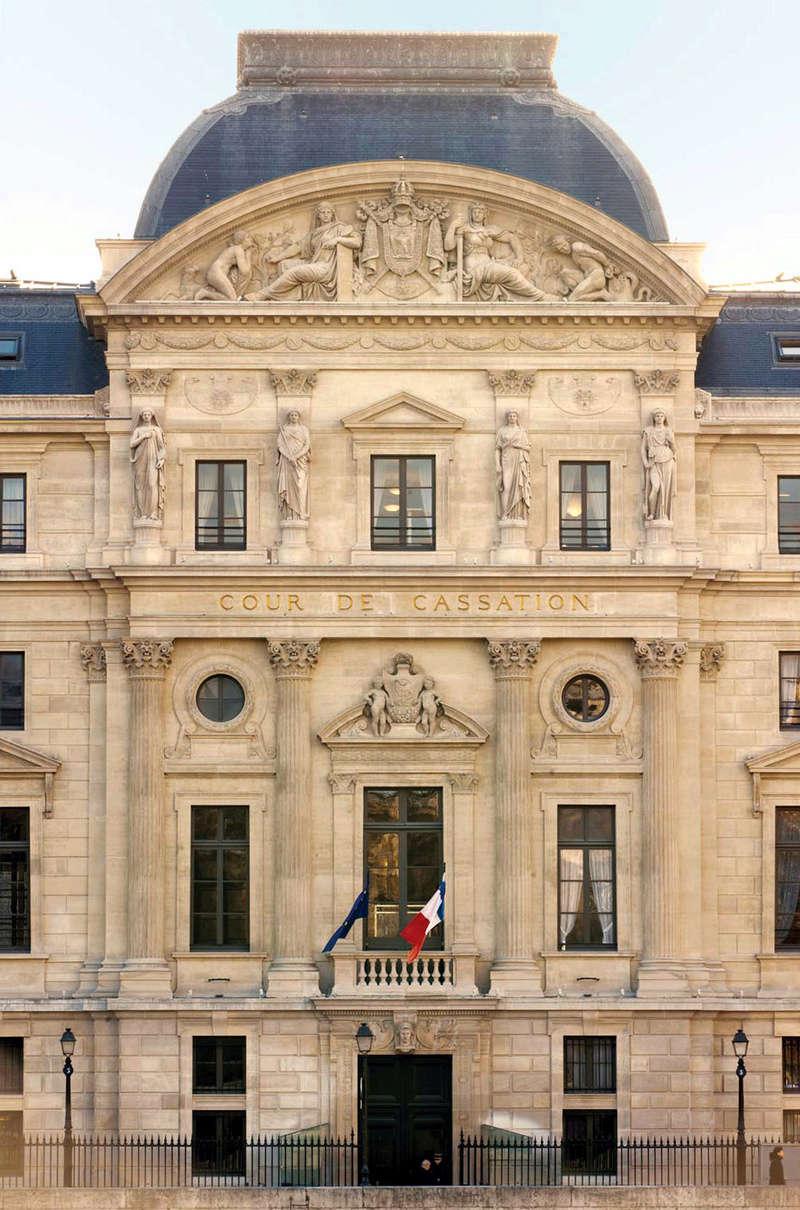 ARCHITECTURE : les frontons racontent une histoire Courde12
