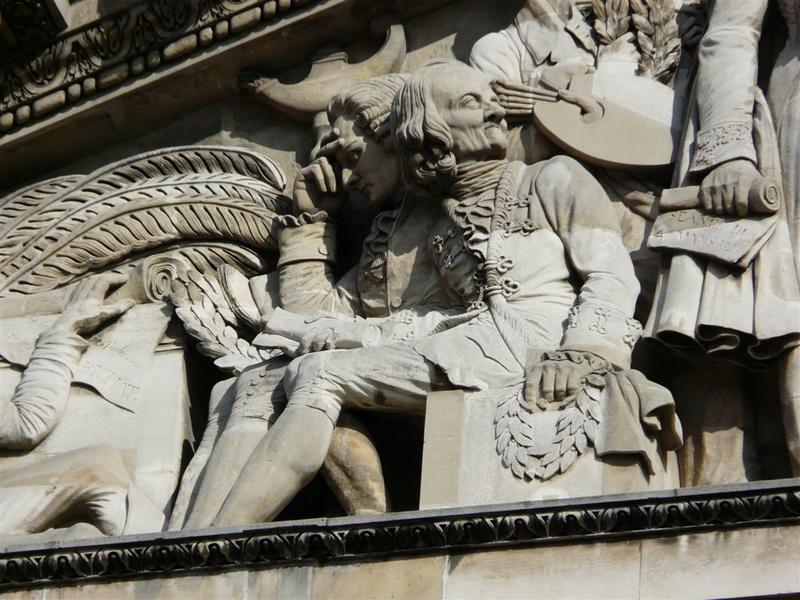 ARCHITECTURE : les frontons racontent une histoire Fronto13