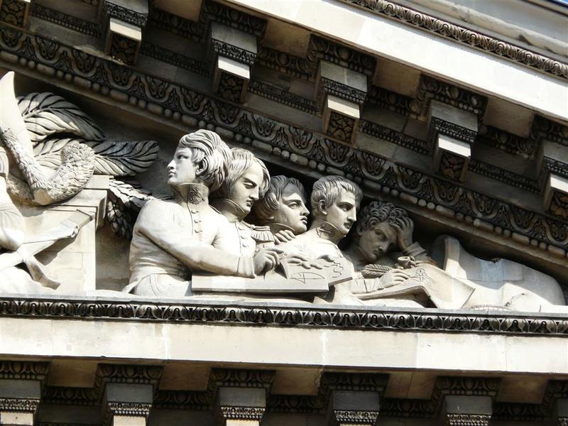 ARCHITECTURE : les frontons racontent une histoire Panthe11