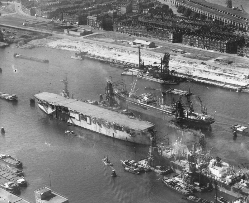 Le porte-Avions Karel Doorman en 1960 Karel_10