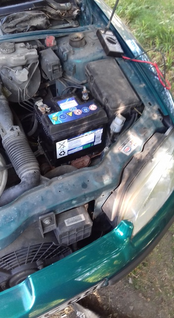 [ Peugeot 106 Zen 1.1 Ess an 2003 ] Voiture chauffe, pas de ventilateur, témoin batterie allumé 20161019