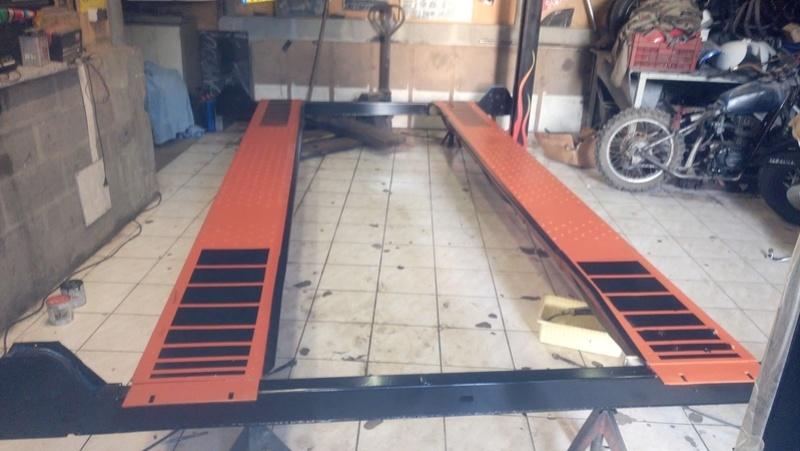 nouveau jouet pour le garage  Dsc_0012