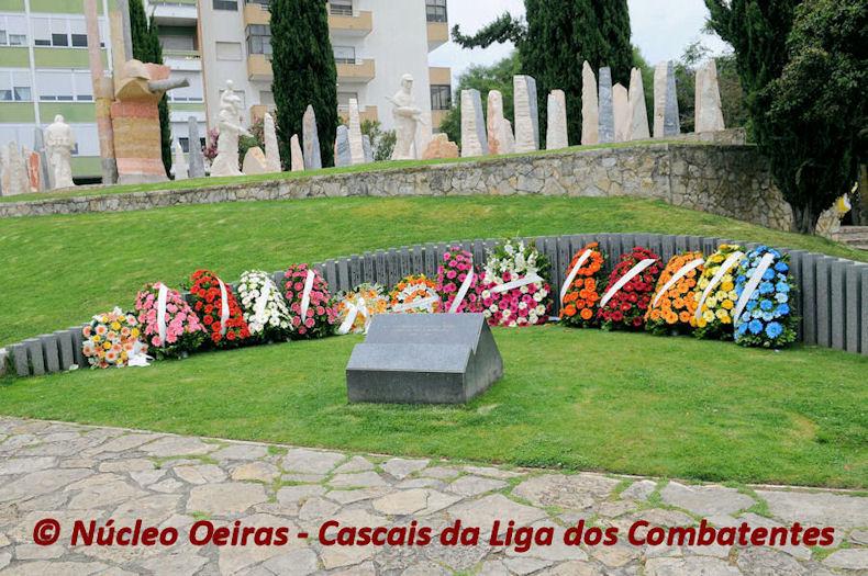 O veterano José Domingos, da CCac1430, junto ao Monumento aos Combatentes do Ultramar em Oeiras 01_80010