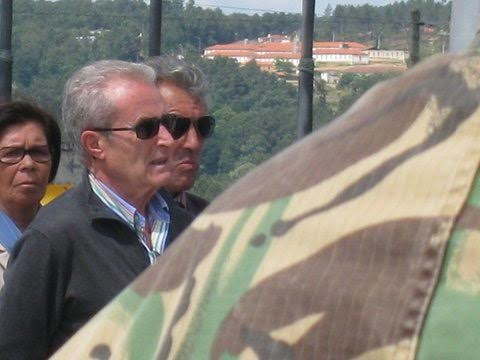 O veterano José Domingos, da CCac1430, junto ao Monumento aos Combatentes do Ultramar em Oeiras E9fc2a10