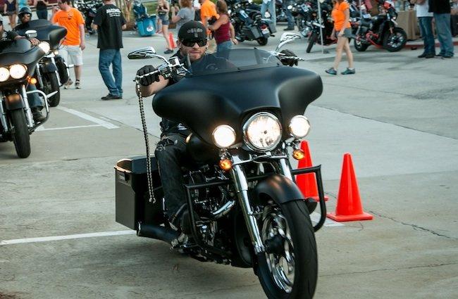 Ils ont posé avec une Harley, principalement les People - Page 5 Bg210
