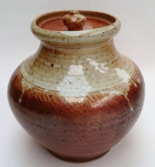Any ideas on the maker of this lidded Jar? Shino_10