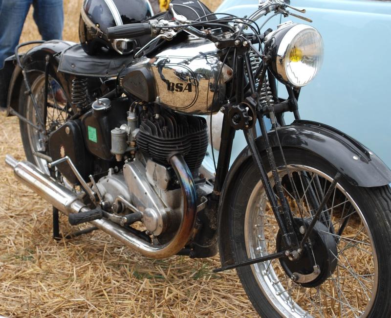 Etoges 2016 (51 -Marne - Champagne) Rassemblement motocyclette, automobile, hippomobiles: anciens et rares Dsc_0041