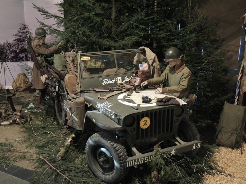 Bastogne, il attend l arrivee.... Dscn2011