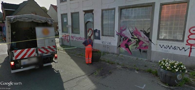 Les étranges graffitis d'un village fantôme. Doel en Belgique Fleurs10