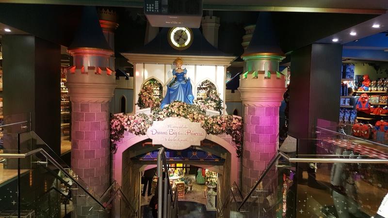 Les boutiques Disney Store FR en général - Page 20 20161035