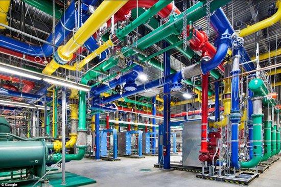 """جولة داخل مركز بيانات جوجل """"Google data center"""" 82015211"""