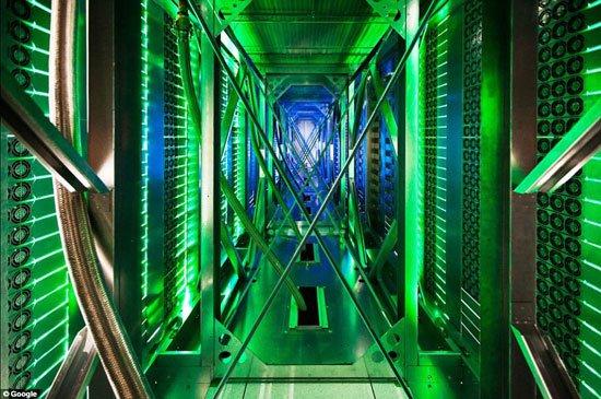 """جولة داخل مركز بيانات جوجل """"Google data center"""" 82015213"""