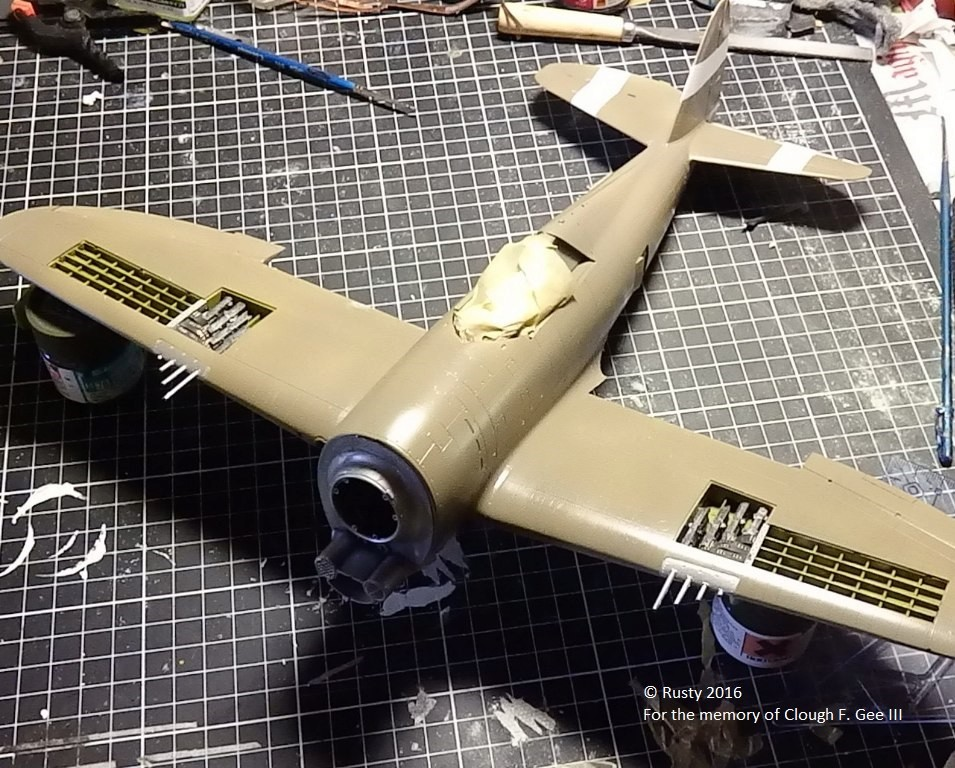 P-47D Thunderbolt : un avion, un pilote, un destin.  (Redux models 1/32) - Page 2 P1010040