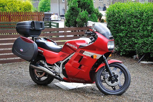 Venez parler de votre moto ! - Page 2 75750810