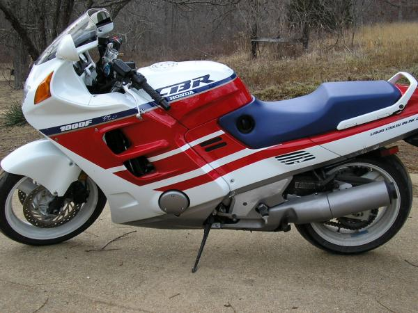 Venez parler de votre moto ! - Page 2 Cbf10010