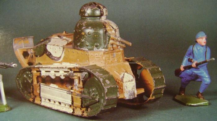 Les jouets militaires en tôle, plastique ou bois. - Page 3 Dsc01419