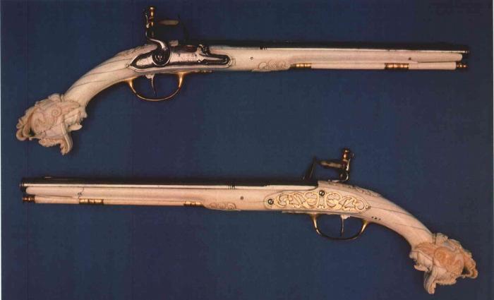 Les pistolets hollandais à crosse d'ivoire. Sans_t12