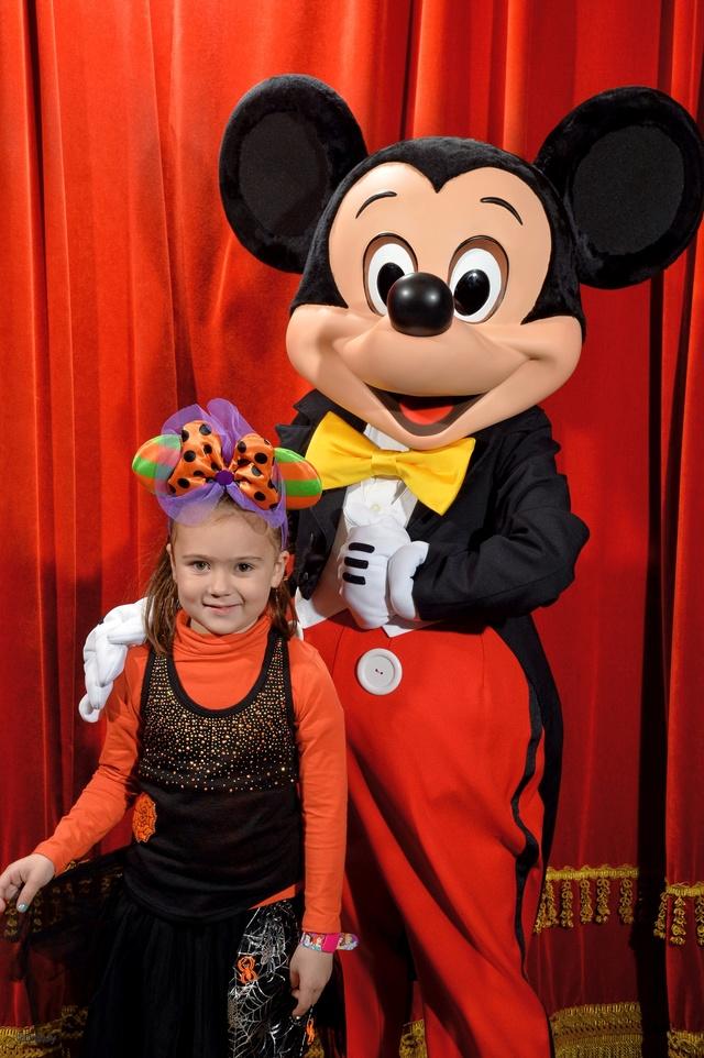 Meet Mickey Mouse à Fantasyland  - Page 12 10147210