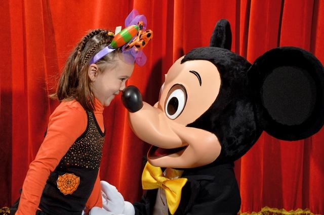 Meet Mickey Mouse à Fantasyland  - Page 12 10147211