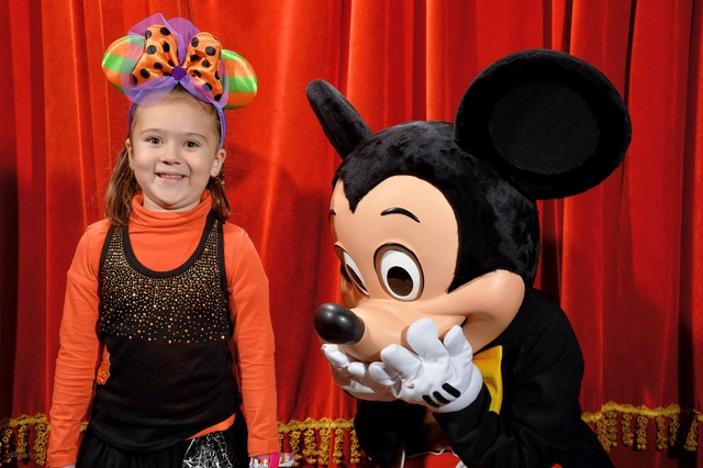 Meet Mickey Mouse à Fantasyland  - Page 12 10147213