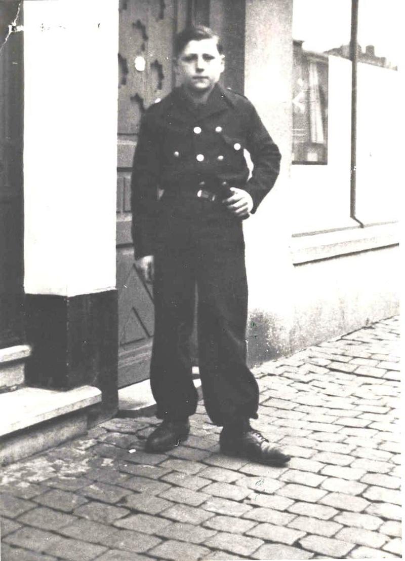 Insigne de bras Legion Wallonie ( état porté) Quinet10