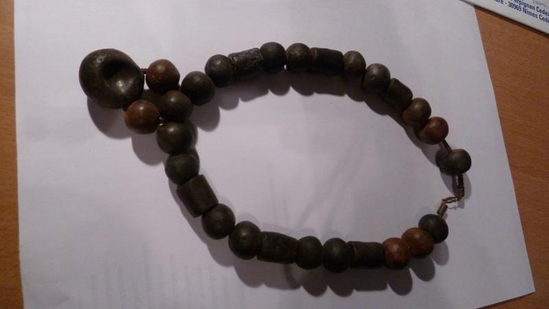 Colliers et bijoux en terre cuite P1070910