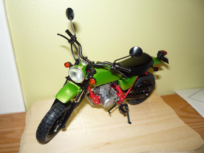 Ape deluxe Honda (version naked bike) P1080036