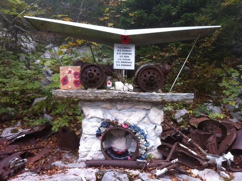 Stèle d'un Halifax dans le Vercors Img_4829