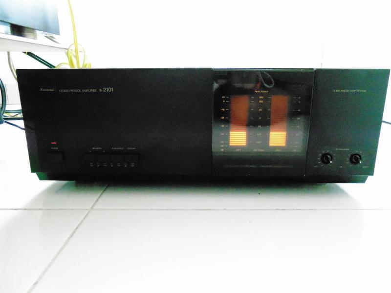 Sansui C-2101 & B-2101 Pre/Power Amplifier ( SOLD ) Dsc01016