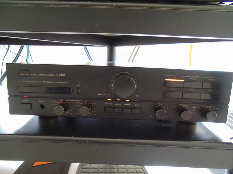 Sansui C-2101 & B-2101 Pre/Power Amplifier ( SOLD ) Dsc01017