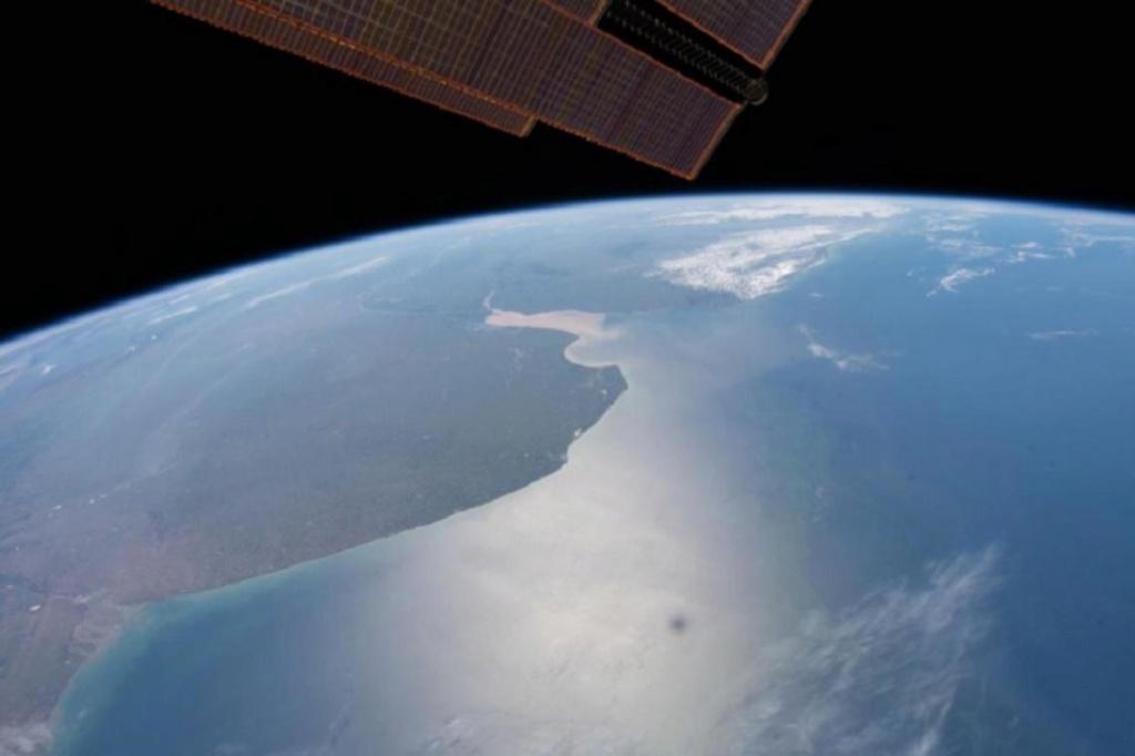 Impactante foto de la provincia de Buenos Aires desde el espacio. 001109