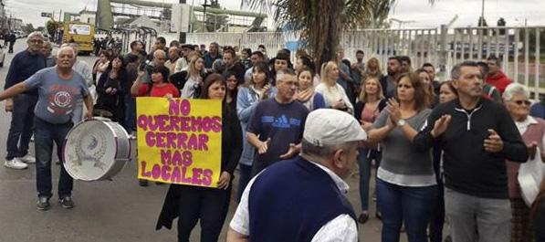 bourg - Protesta de comerciantes en Grand Bourg 00148