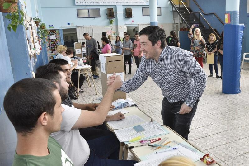 grand - Malvinas Argentinas: Nardini voto en Grand Bourg, en el Instituto Mariano Moreno. 00184