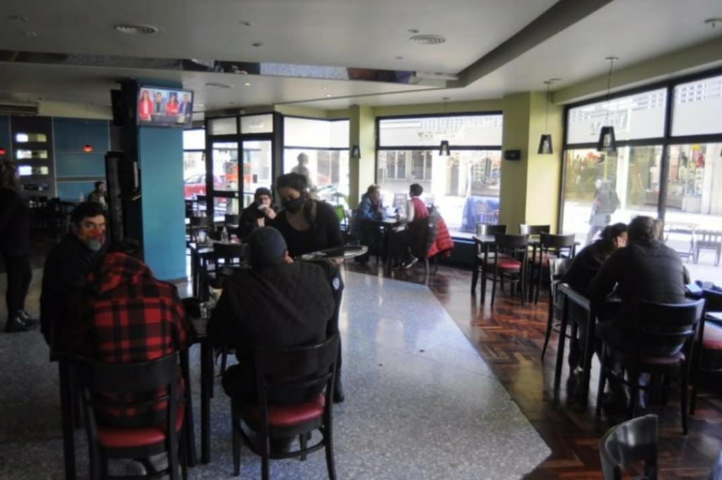 Bahía Blanca: la gente volvió a los bares y cafés. 15958510