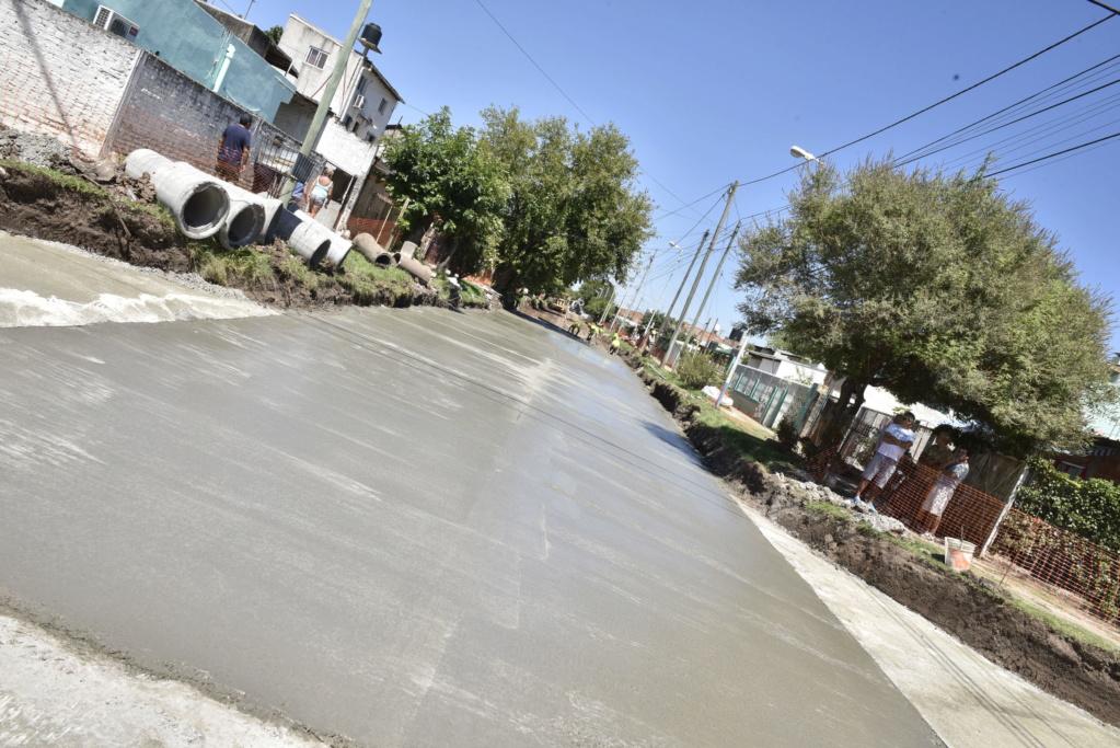 bourg - Malvinas Argentinas: Hidráulica y pavimento para Grand Bourg e Ing. P. Nogués. _car0510