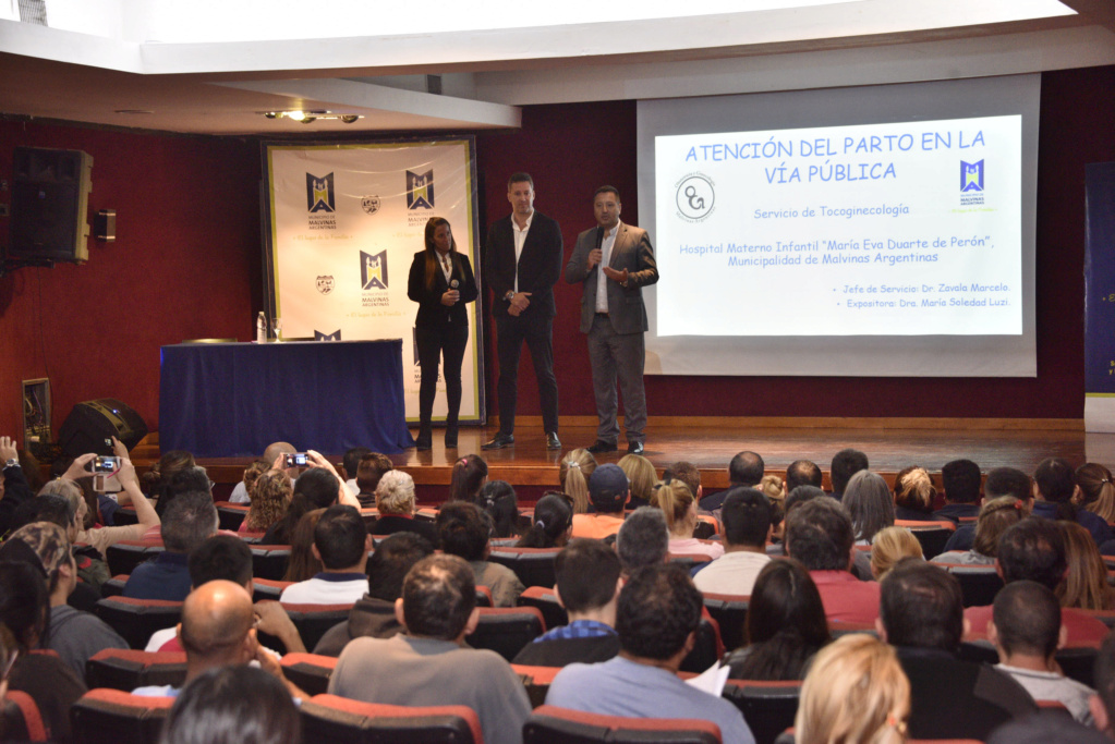 Malvinas Argentinas: Curso práctico de parto en la vía pública. _car2110