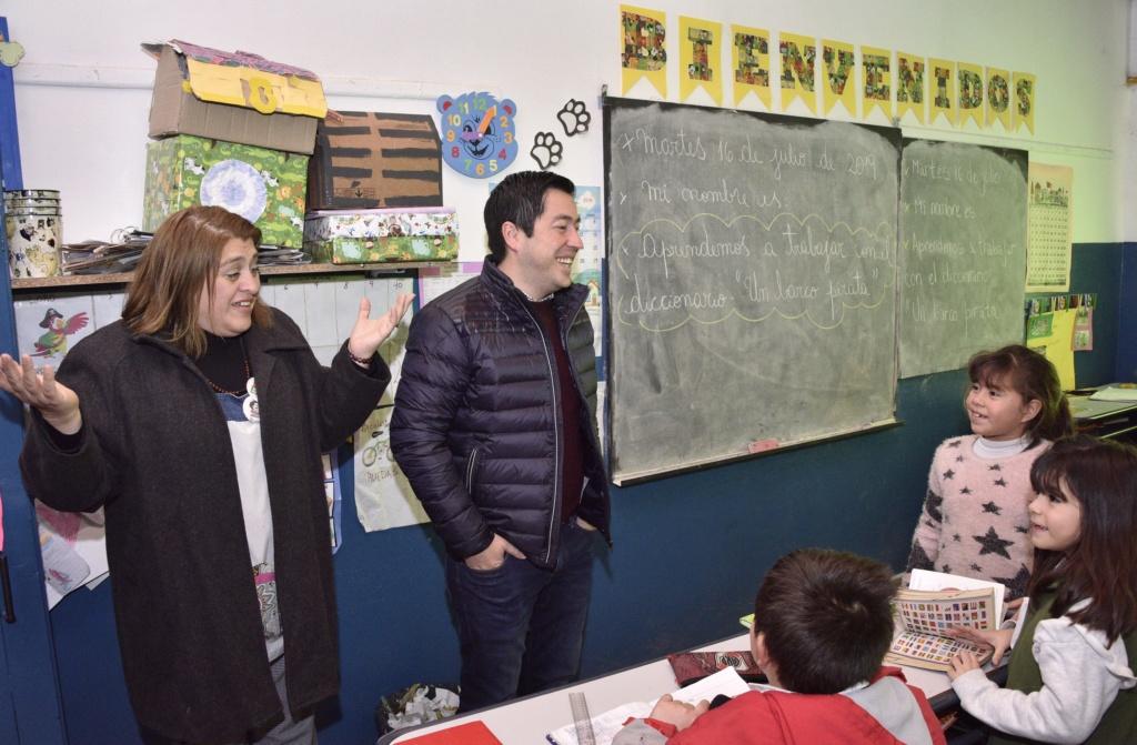 grand - Malvinas Argentinas: Nardini visitó la EP Nº 38 de Grand Bourg _car2510