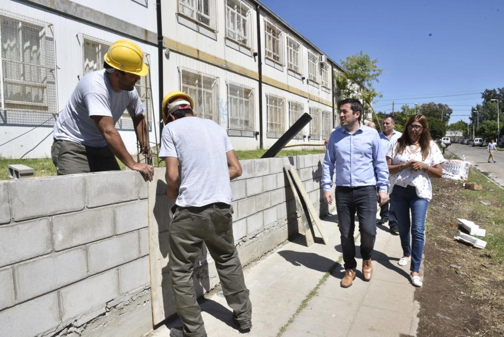 Malvinas Argentinas: Nardini recorrió la Escuela Media 1 de Villa de Mayo _car6910